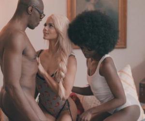 Le porn du toucher: Kayden Kross est une réalisatrice sensationnelle