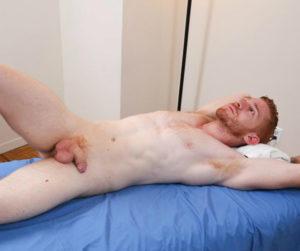 Leander aime les massages et s'occupe de la finition
