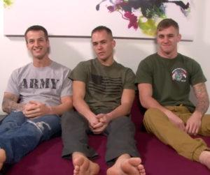 3 militaires au garde à vous