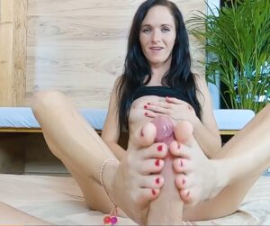 Friday Footjob #11 : Ruined orgasm experience